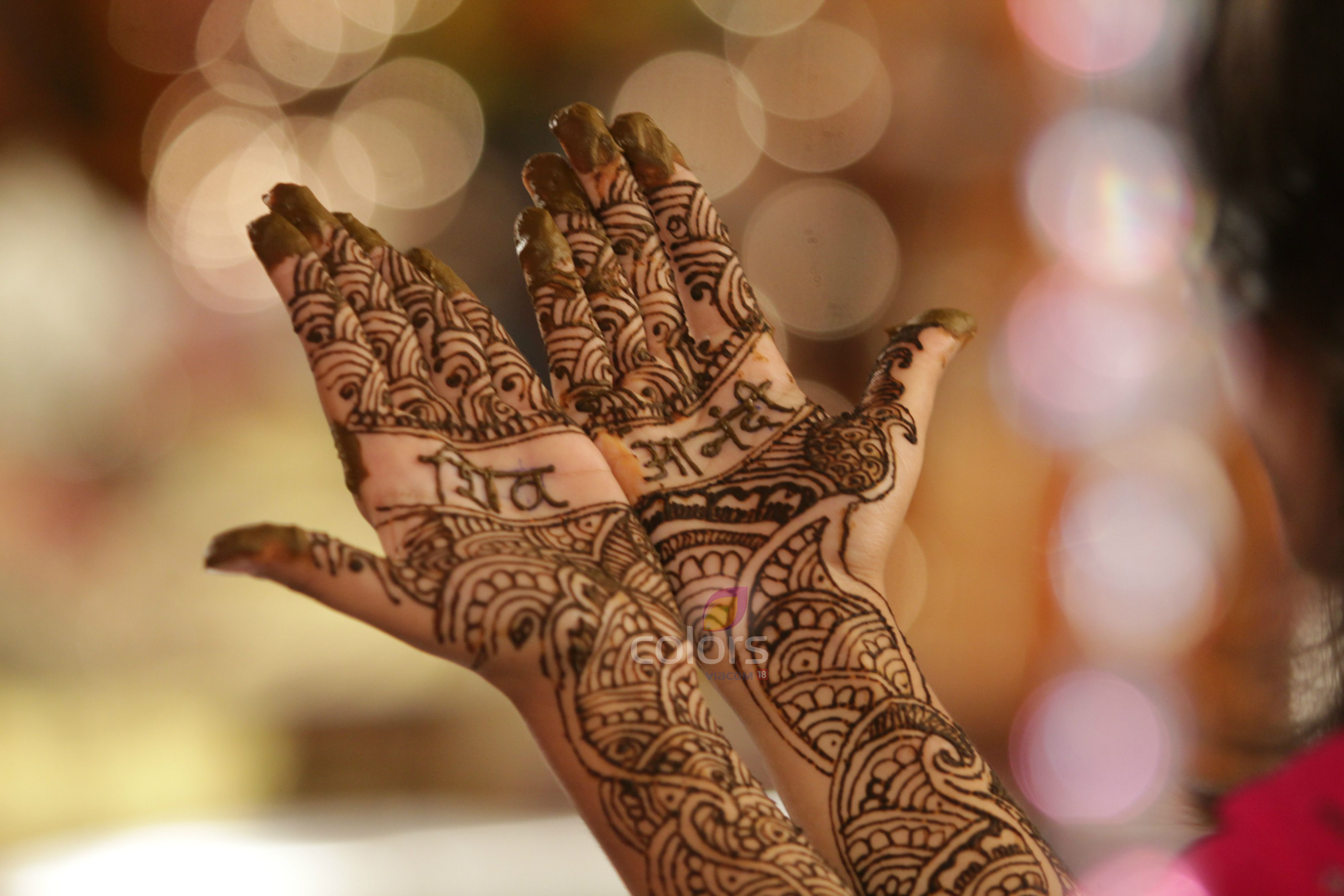 Mehndi Ceremony Background Wallpapers : Beautiful mahandi with the couple's names on each hand anandi's