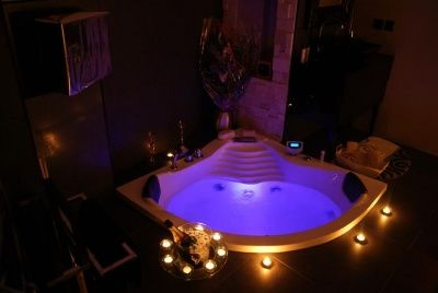 Pin By Olga Urbanova On Romantic Bathtubs Secret Rooms Romantic Bathtubs Dream Rooms