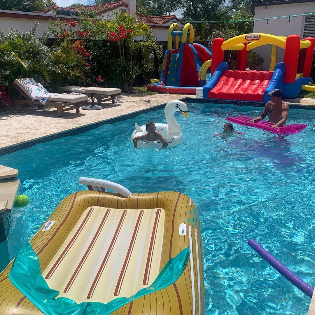 Epingle Sur Pool Party