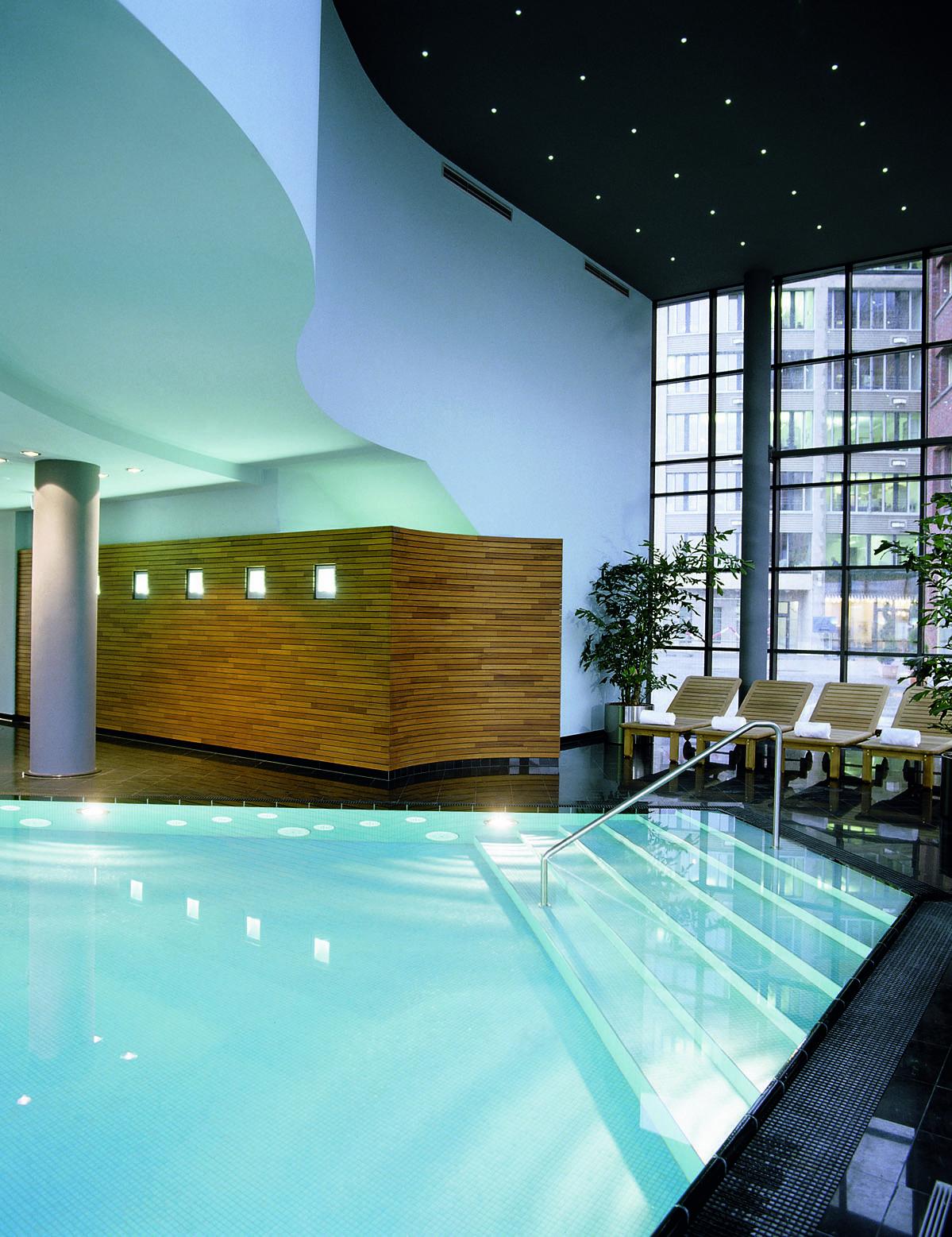 Pool Lindner Hotel Residence Main Plaza Frankfurt Warmes Bad Hotels Lindner