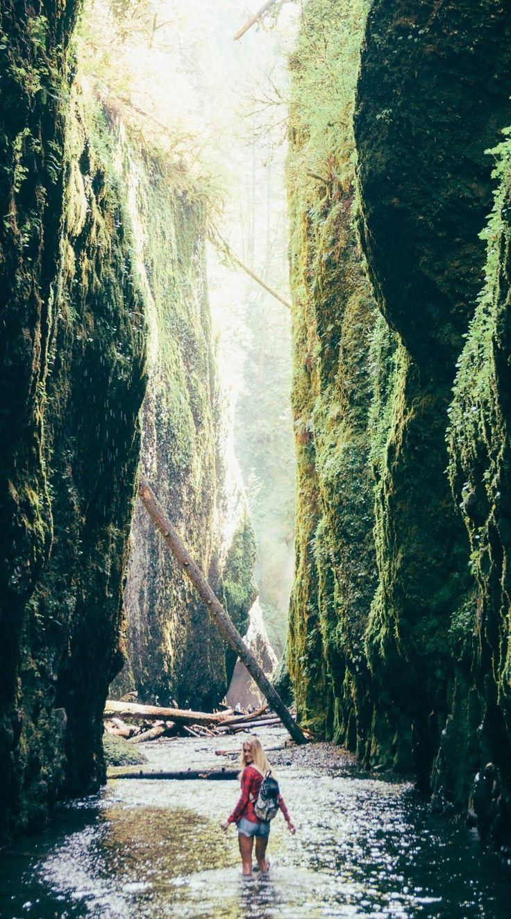 Hiking the Oneonta gorge falls by Portland, Oregon