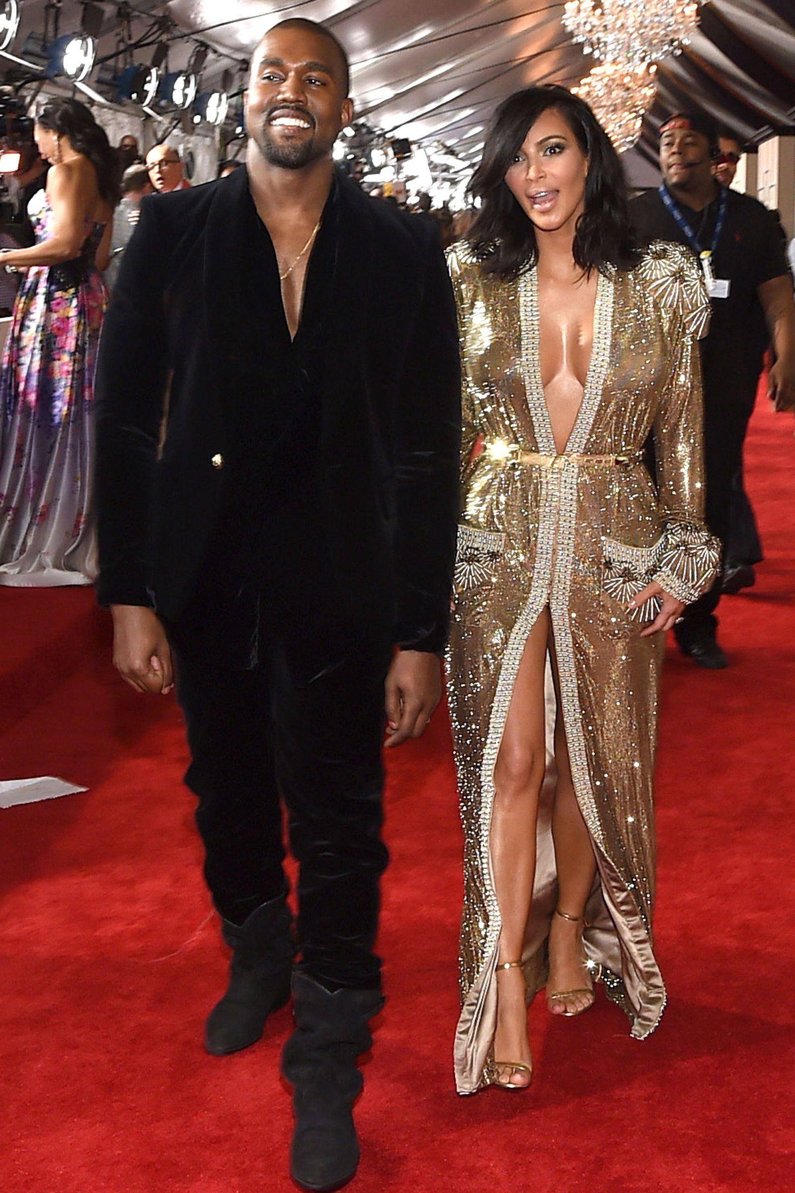10 Times Kim Kardashian And Kanye West Were Adorably In Love At The Grammys Kim Kardashian Kanye Fashion Kim Kardashian