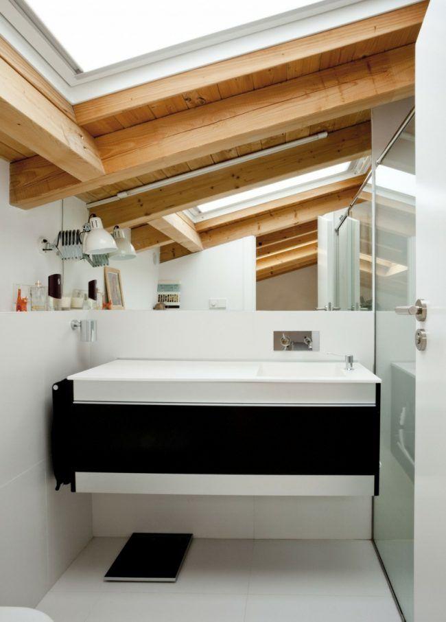 holzdecke gestalten badezimmer idee weiss einrichtung schwarz akzent ...