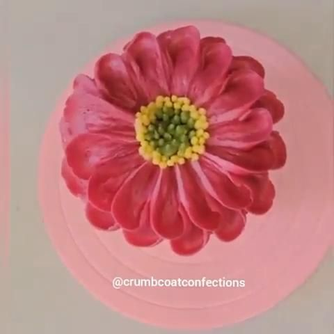 �� @crumbcoatconfection is THE floral buttercream queen!
