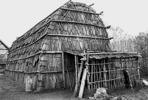 US NORTHEAST/Iroquoian/ Haudenosaunee(Iroquois) longhouse   REF ...
