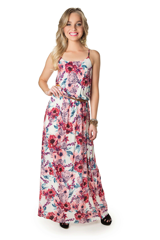 e2882cd1c8 De dia ou de noite os vestidos longos pipocam pelas ruas no verão ...