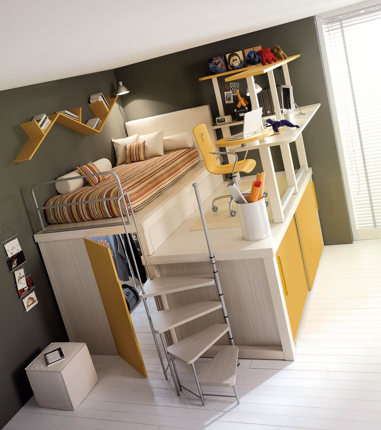 Wow.... I Would Use The Space Under The Bed As My Secret Space To Get Away  From My Siblings!!