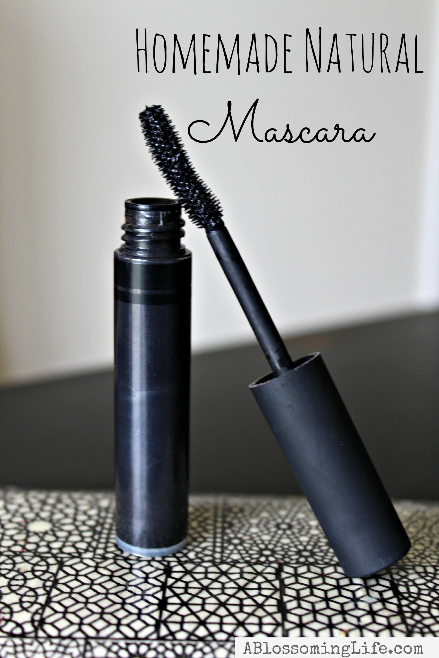 Natural Homemade Mascara: Thicker Longer Lashes #diybeauty