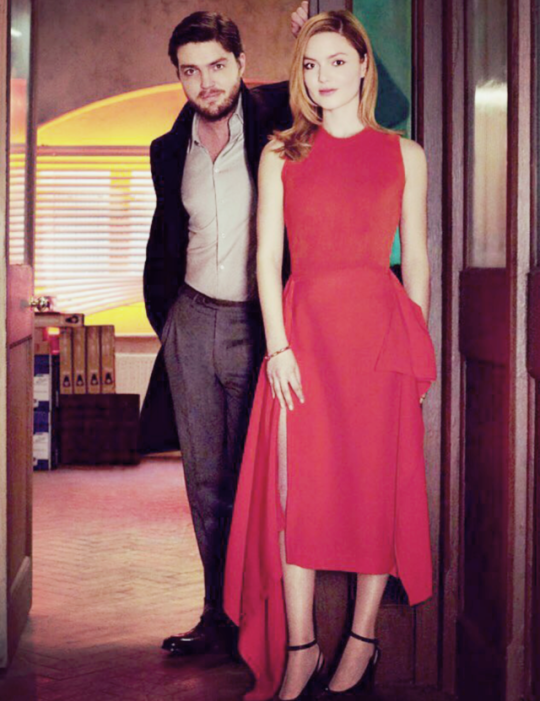 Tom Burke y Holliday Grainger en la serie Strike BBC
