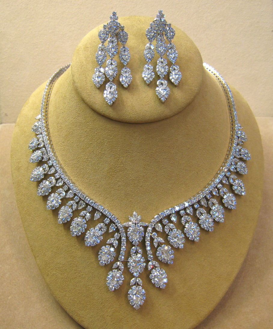 TRULY AWSOME BRIDAL NECKLACE WITH MATCHING EARRINGS WITH