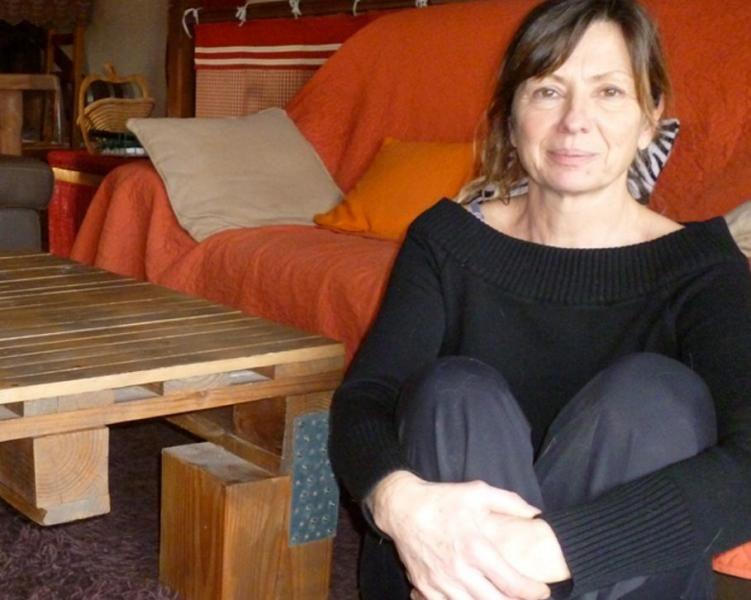 Une table de salon en palettes recyclées, un vieux meuble qui reprend vie... c'est la spécialité de Marie-Hélène Robert.