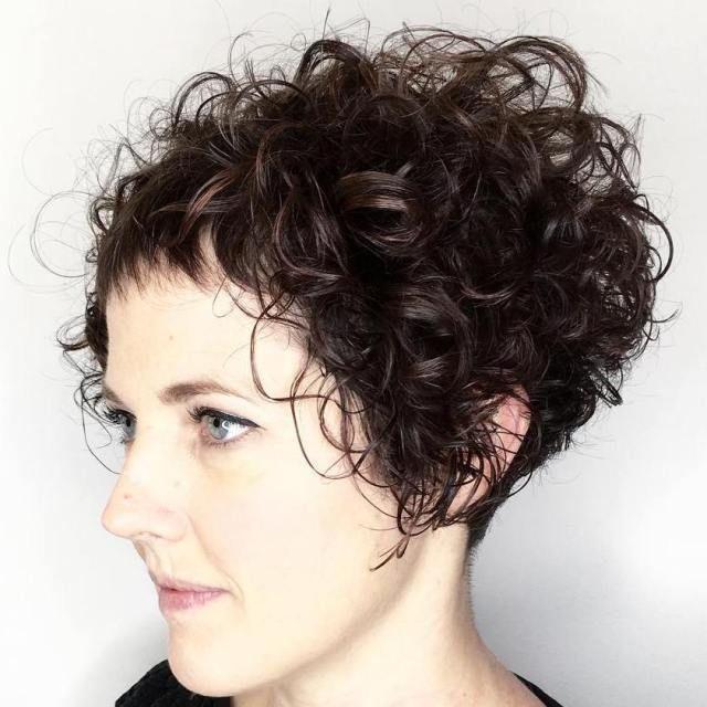 Short Bob For Curly Hair en 2019 Coupe de cheveux courte