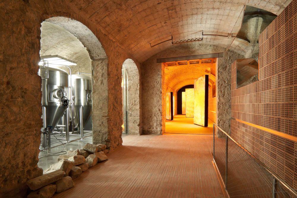 """""""El templo de la cerveza"""", así bautizó el arquitecto francés Jean Nouvel a la renovada fábrica Moritz en la presentación del proyecto que tuvo lugar en el mismo edificio el pasado 29 de noviembre de 2011."""