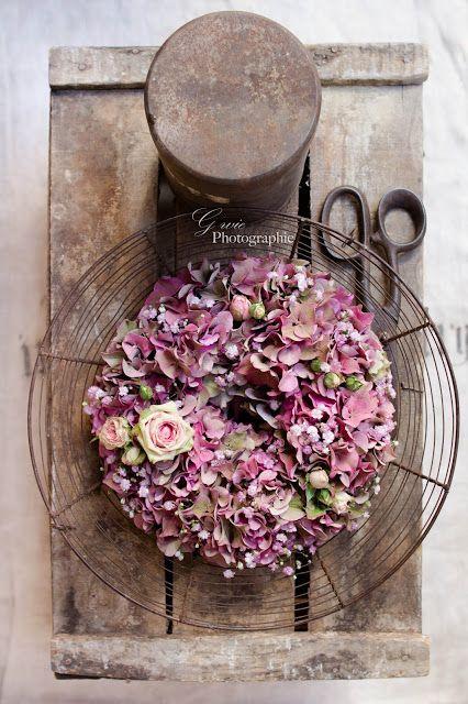 ein kranz aus hortensien ist einfach ideal f r einen hochzeitsdeko herbst str u e blumen. Black Bedroom Furniture Sets. Home Design Ideas