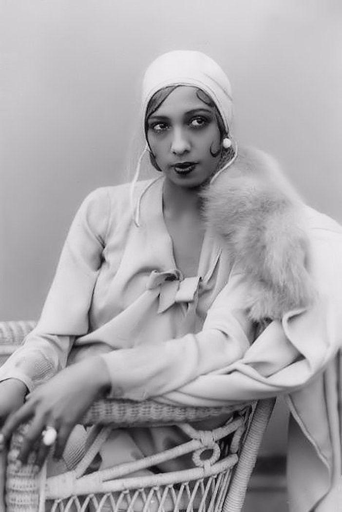 f54bdce42b6c Josephine Baker - 1929 - Photo by Murray Korman   gals broads and ...