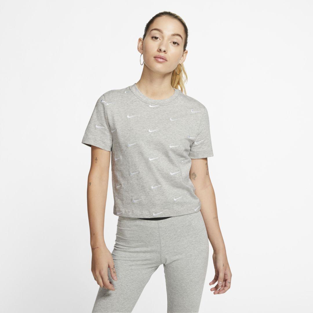 Photo of Nike Frauen Swoosh Logo T-Shirt. Nike.com