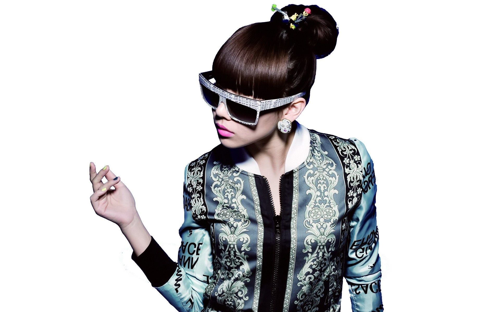 CL 2NE1 LEADER HD Wallpaper - http://1sthdwallpapers.com/cl-2ne1-leader-hd-wallpapers/