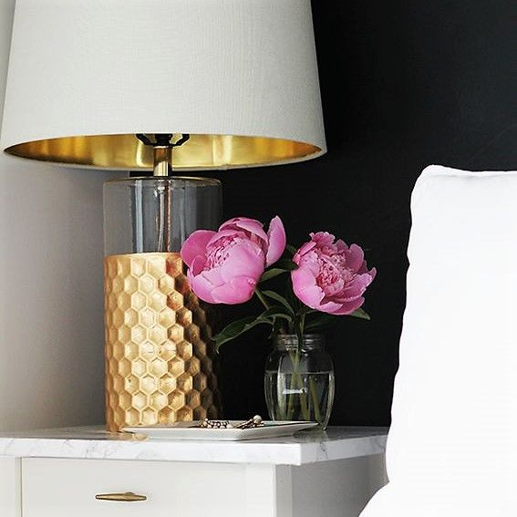 Hablamos sobre la tendencia femenina para aconsejarte de como crear un ambiente elegante y sofisticado, sin sobrecargar el espacio de tu hogar.