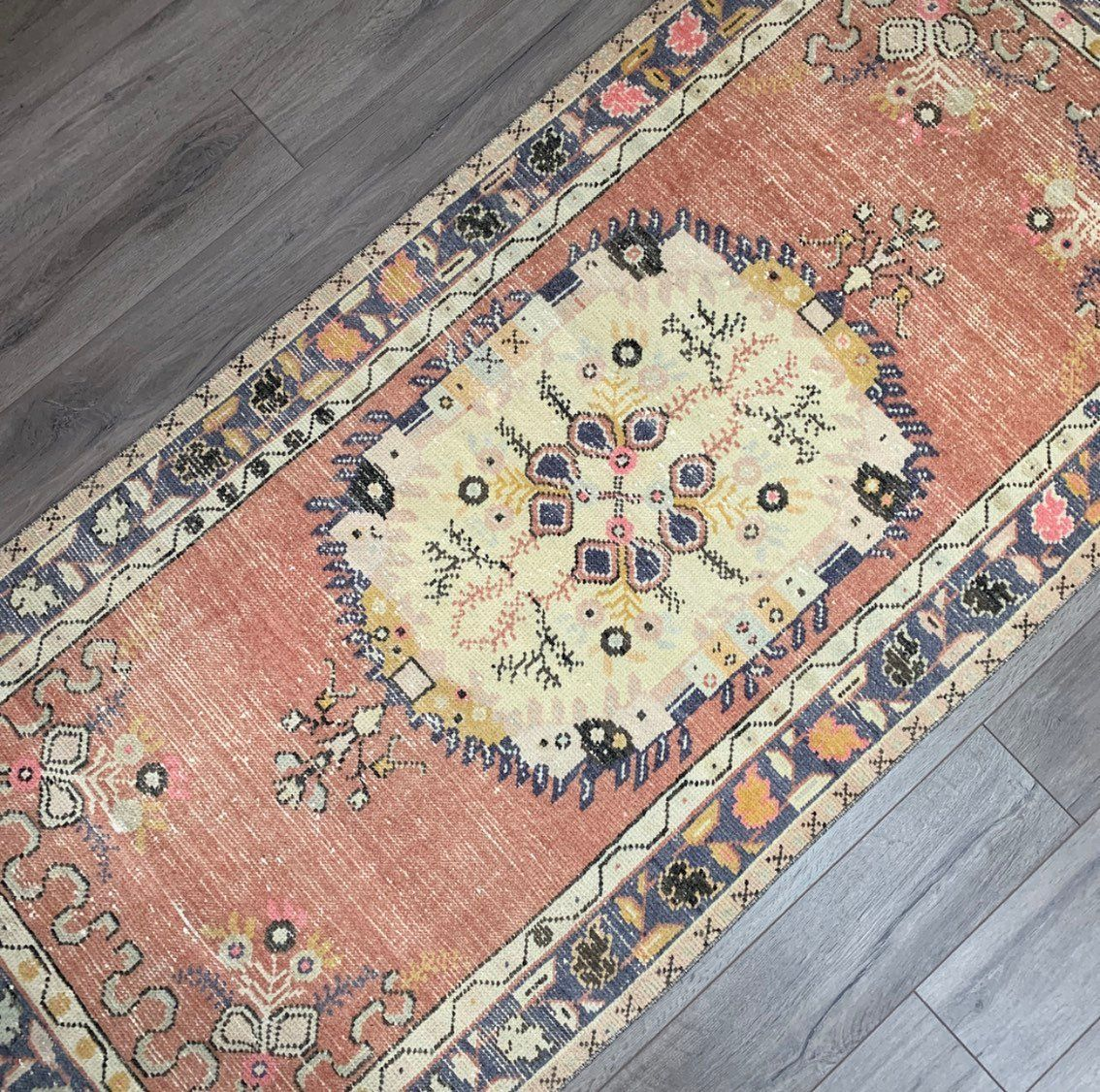 6 7 X 3 1 Low Pile Vintage 1940s Turkish Anatolian Rug Sometimes Called Oushak This Rug Has A Centre Field Of Warm T Rugs Vintage Runner Rugs Mustard Rug