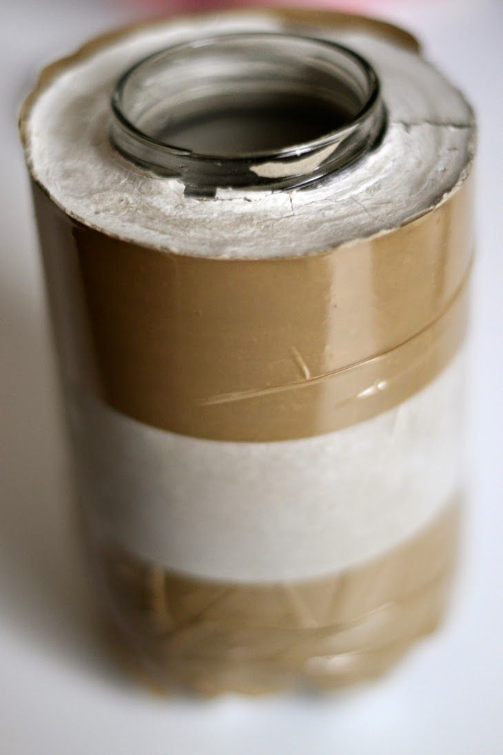 Jarron de cemento con materiales reciclados