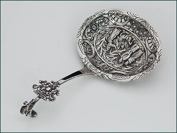 Zilveren suikerstrooilepel 1779-1811 - Fries zilveren suikerstrooilepel Lengte 15,1 cm Meesterteken Ate Offringa - Leeuwarden/Huizum 1779-1811