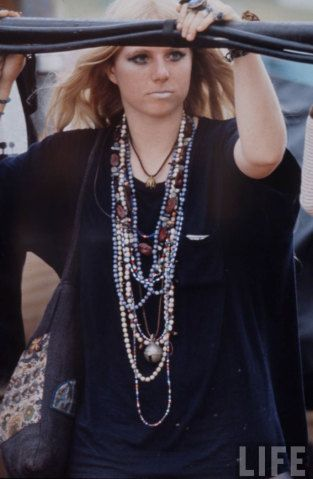 Veja mais de 50 fotos de galera se jogando no festival de Woodstock em 1969…