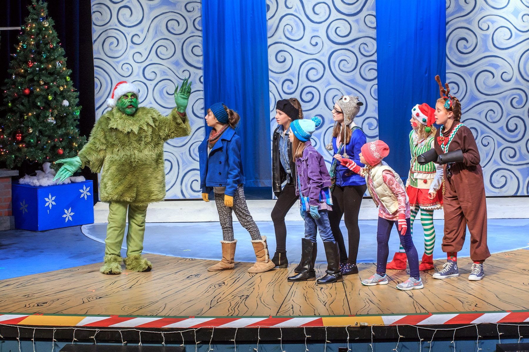 Review Waukesha Civic Theatre's holiday show gets wrapped