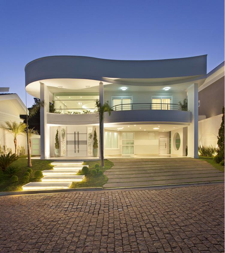 Fachada casa moderna linhas curvas paisagismo ilumina o cal ada andar sobrado for Casa moderna 2 piani