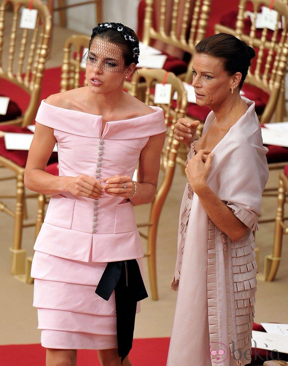 Carlota Casiraghi y Estefanía de Mónaco en la boda de Alb ...