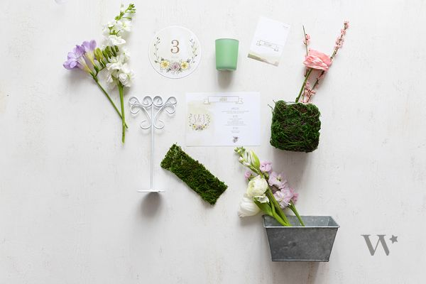 Combine all these simple elements to make an incredible spring table setup. Perfect for a wedding, shower or special event!
