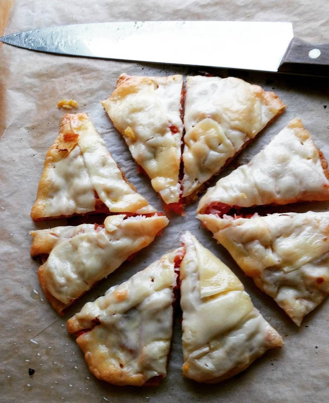Nyt prototyypit loppu. Periaatteessa hiilihydraatiton gluteeniton pizzapohja joka ei koostu kukkakaalista tms kananmunasta tai juustosta. #itsetehty #ruokablogi #ruoka#kotiruoka #herkkusuu #lautasella#ketodieetti #Herkkusuunlautasella