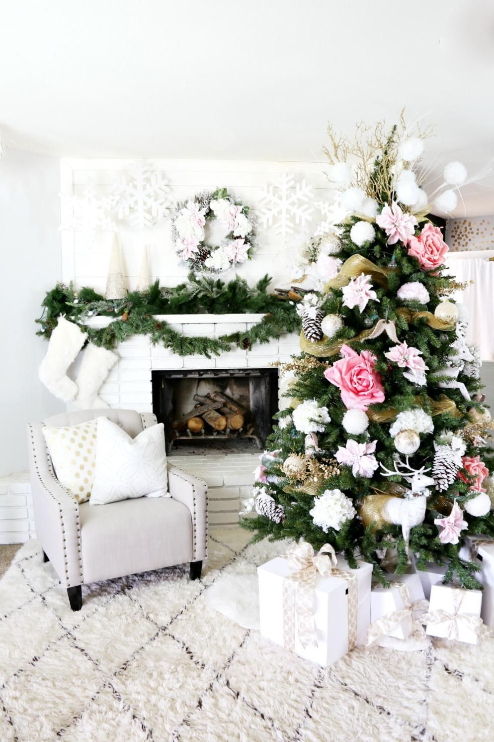 Deck Your Hall With These Gorgeous Diy Christmas Tree Ideas Beautiful Christmas Trees Diy Christmas Tree Christmas Home
