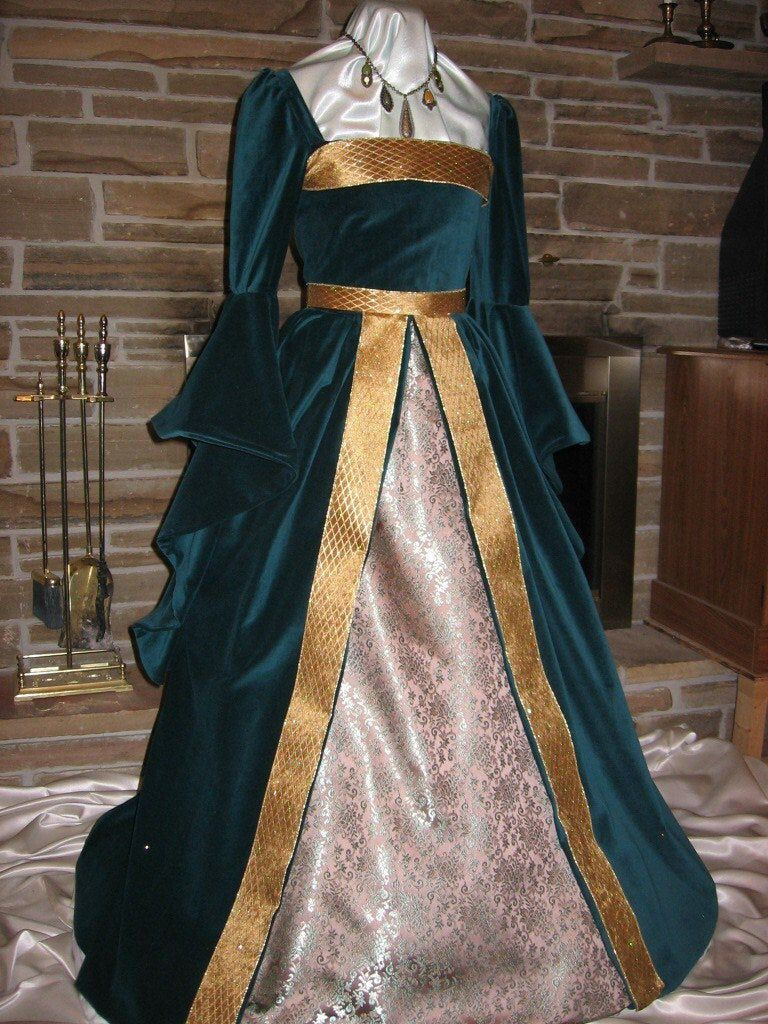 Abiti Da Cerimonia Ren 80.Custom Made Renaissance Celtic Boleyn Tudor Boned Velvet Gown