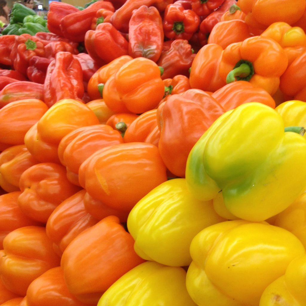 bell peppers feature http://www.keviniscooking.com/choosing-right-chili-pepper/