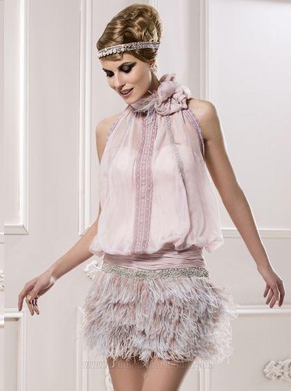 vestido de fiesta rosa palo con plumas | vestidos de fiesta