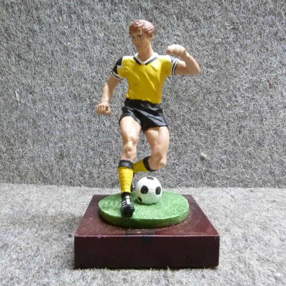 Pokal Fussball Figur In Gelb Schwarz Fanartikel