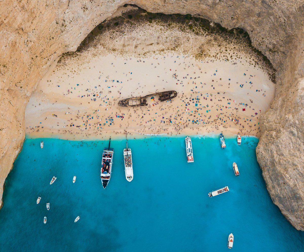 صورة اليوم من موقع ناشيونال جيوغرافيك كانت لساحل صغير اسمه ساحل السفينة المحطمة يقع على جزيرة Zakynthos في اليونان السفي Zakynthos Greek Island Tours Greece