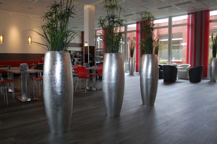 Pflanzkübel Silber Hochglanz aus Fiberglas für die Lobby und ...