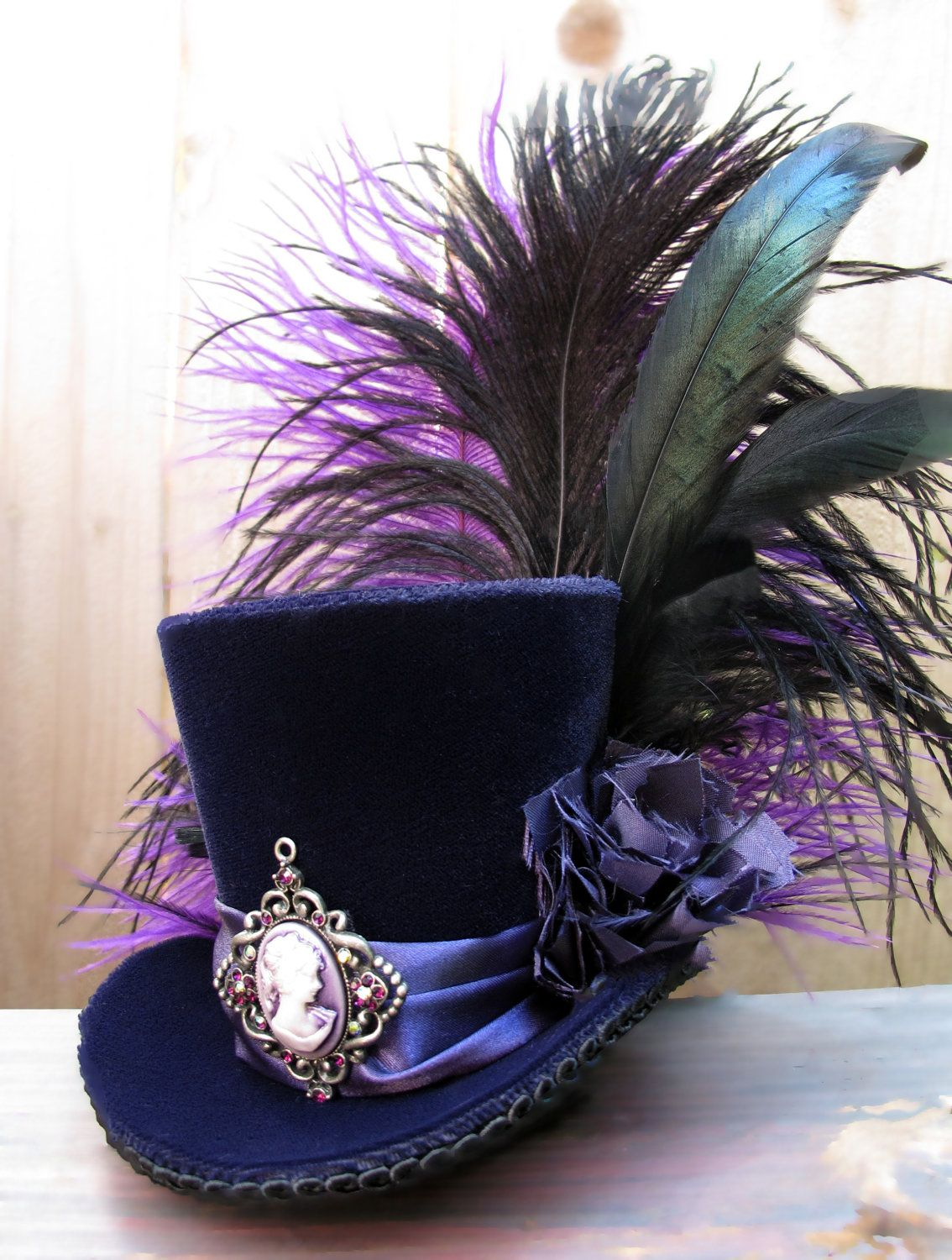 tiny top hat mini top hat purple velvet cameo feathers h te glitter und kost m. Black Bedroom Furniture Sets. Home Design Ideas