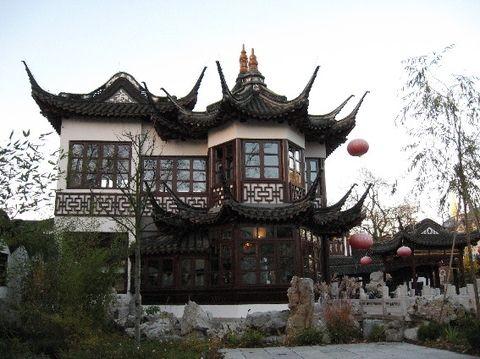 Chinesisches Teehaus Yu Yuang hinter dem Völkerkundemuseum - zeugt von Hamburgs historischer Verbindung in den fernen Osten.