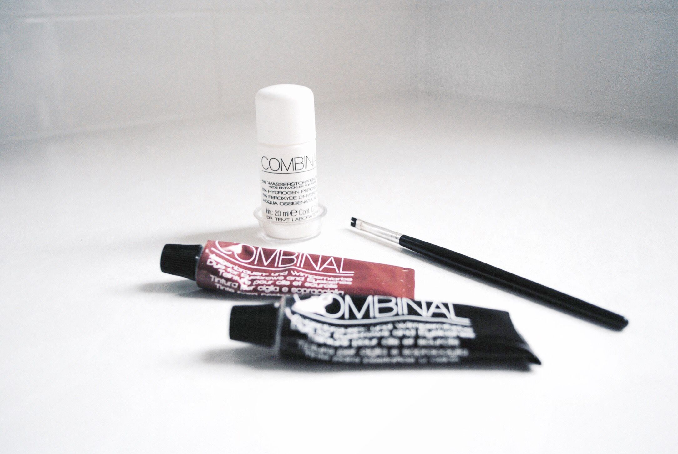 Combinal Eye Brow Tinting Kit - Jenna Fletcher's Top 5 Beauty Products from The Getting Ready Report Beauty Interview  www.gettingreadyreport.com