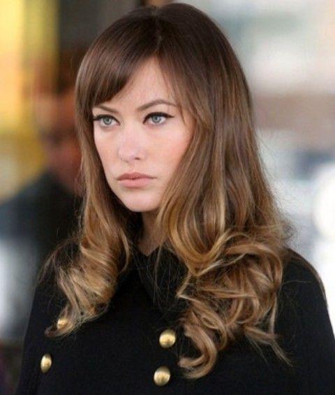 Olivia Wilde Hairstyles: Vivacious Long Curls with Bangs | Hellbraunes haar. Haar styling. Haarschönheit