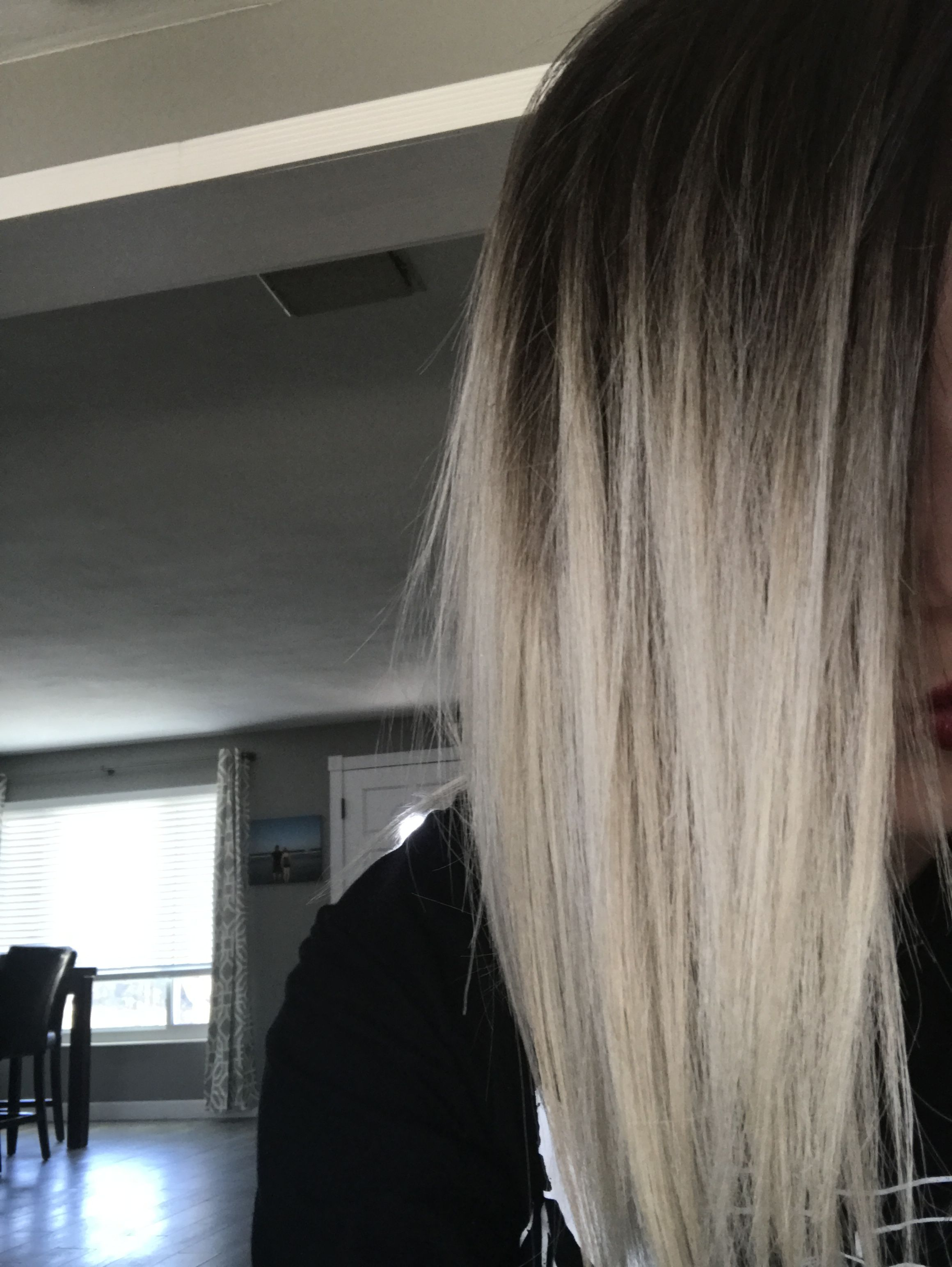 Shadow Root Platinum Blonde Hair Blonde Hair With Roots