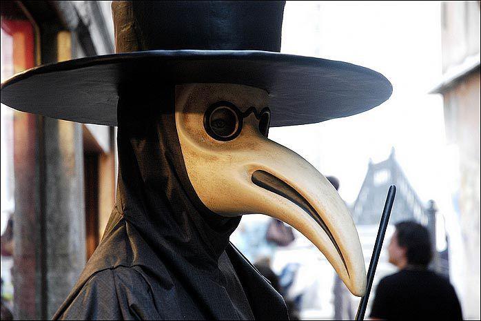 Risultati immagini per maschera dottore