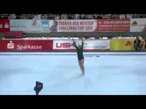 86 Year-Old Gymnast has AMAZING Skills and Strength! - YouTube