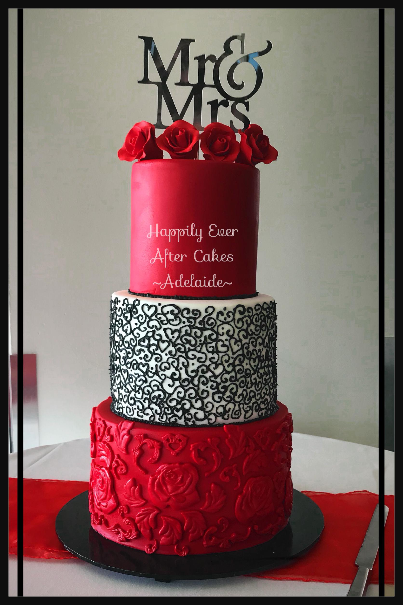 Red black and white tier wedding cake a tortas de masa elastica
