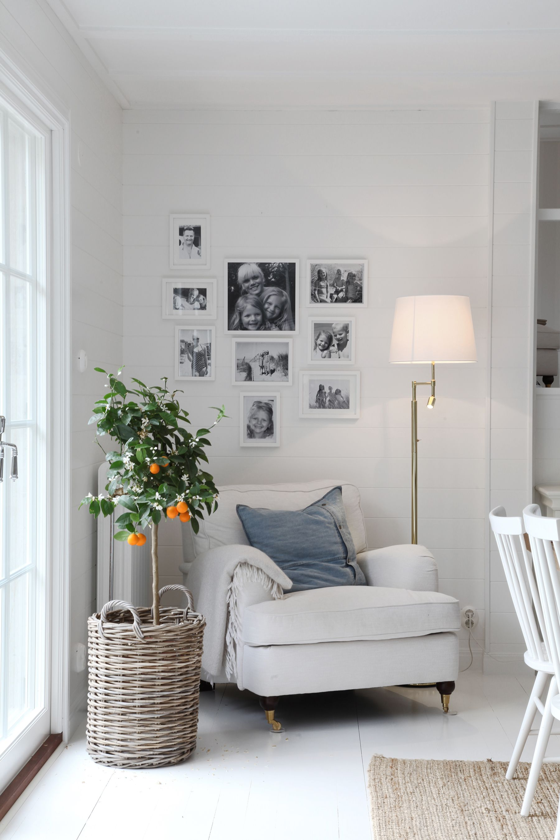 Love The Idea Of A Giant Chair In A Cozy Corner With Blanket, Candles,  Books U0026 Photos