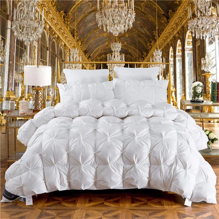 Bedding Luxury blanket, Bed comforters, Luxury quilts
