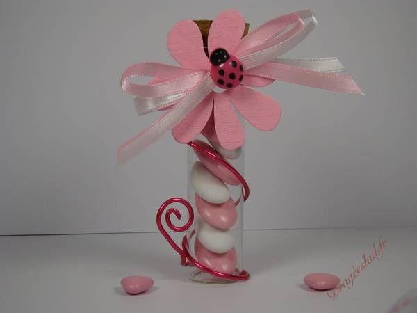 eprouvette drag es bapt me d cor e d 39 une fleur en bois rose et coccinelle fuchsia une cr ation. Black Bedroom Furniture Sets. Home Design Ideas
