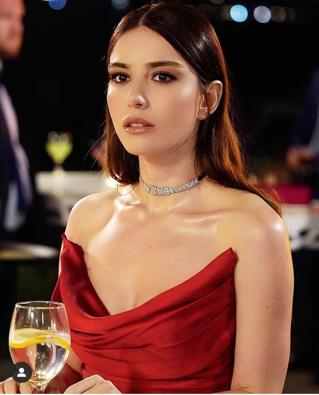 Ozge Ha Compartido Una Publicacion En Instagram Love You Queen Ozgecangurelofficial Beautiful Girl Face Turkish Women Beautiful Most Handsome Actors